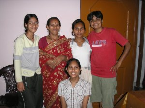 Wendy, Rekha, her mom and sisters